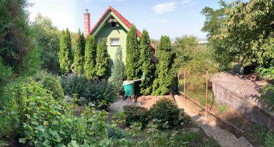 Ponúkame na predaj záhradu s chatou s krásnym výhľadom v Dúbravke.